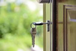En agosto, tanto las hipotecas como su importe crecieron en Navarra la mitad que en España