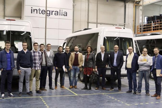 Foto de familia de los participantes en el encuentro, celebrado en Integralia y promovido por Sodena, sobre el vehículo eléctrico y autónomo en Navarra.