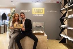 Ana Locking y Paco León han creado una colección inspirada en la serie 'Arde Madrid'.