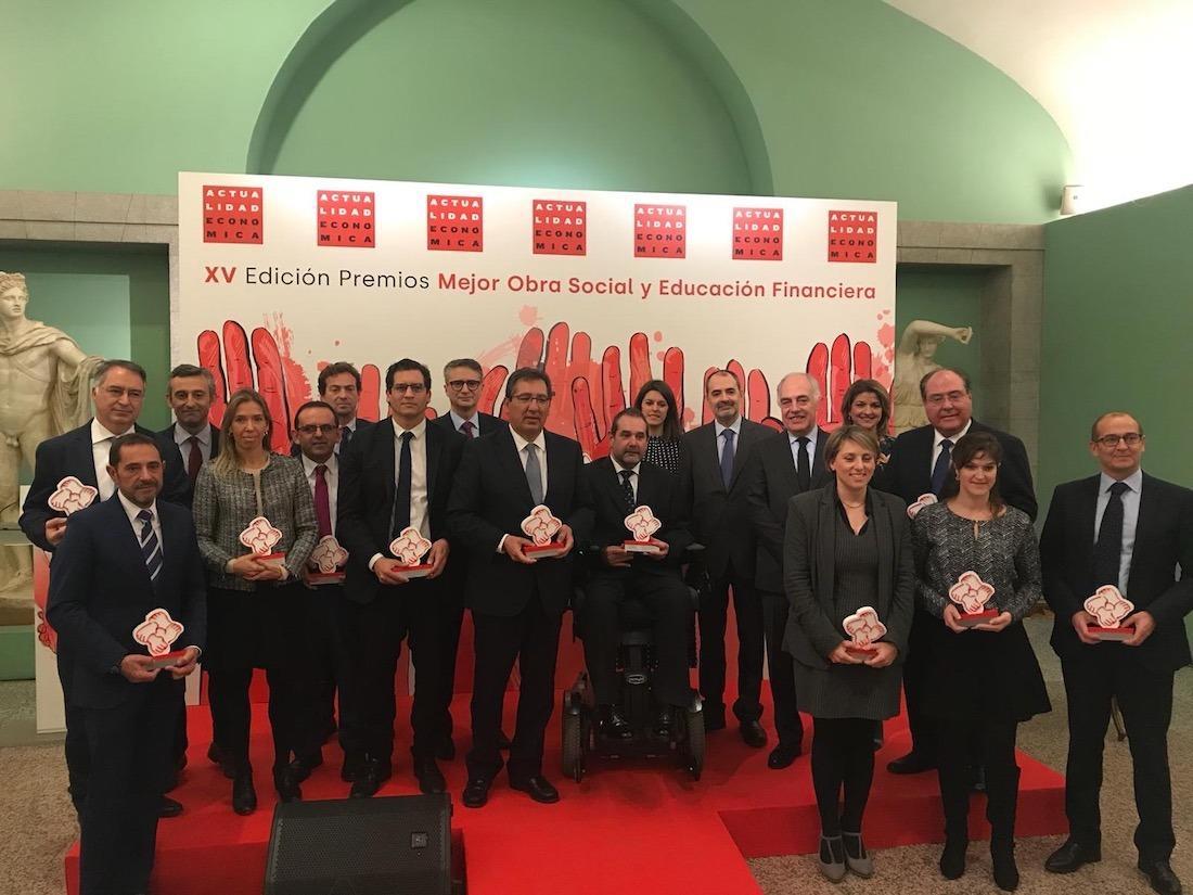 Foto de familia de todos los premiados por Actualidad Económica en Madrid.