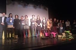 Autoridades y Ganadores de los primeros premios Hasi Gazte en el escenario del Zentral.