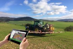 1.El uso de aplicaciones móviles en agricultura ha aumentado de manera significativa en los últimos años.  (Foto cedida por INTIA).