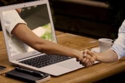A través de la plataforma #GivingTuesday en Internet, se puede colabora con los proyectos solidarios presentados.