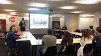 Presentación del Coffee Break celebrado en la sede de Caixabank en Pamplona