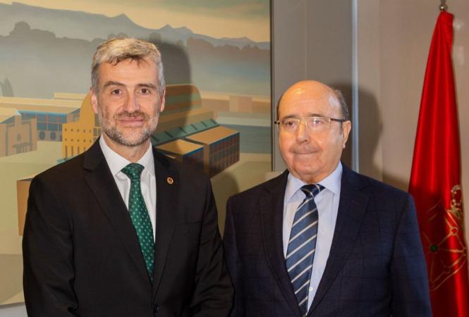 El rector Alfonso Carlosena junto a Manuel Torres.