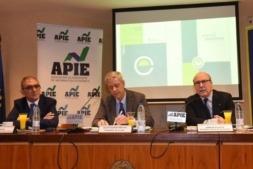 Jesús Prieto, presidente de CT Ingenieros y director del Proyecto de la Empresa Mediana Española; Iñigo de Barrón, presidente de la Asociación de Periodistas de Información Económica (APIE); y John de Zulueta, presidente del Círculo de Empresarios.
