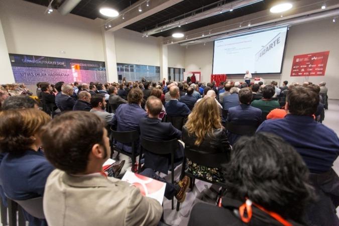 Diferentes empresas, como Lizarte, explicaron su experiencia en la Fundación Industrial Navarra.