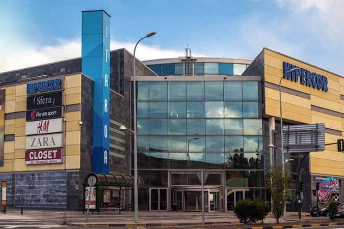 Los centros comerciales fueron excluidos de la resolución sobre horarios. En la imagen, exterior del cetro comercial Itaroa.