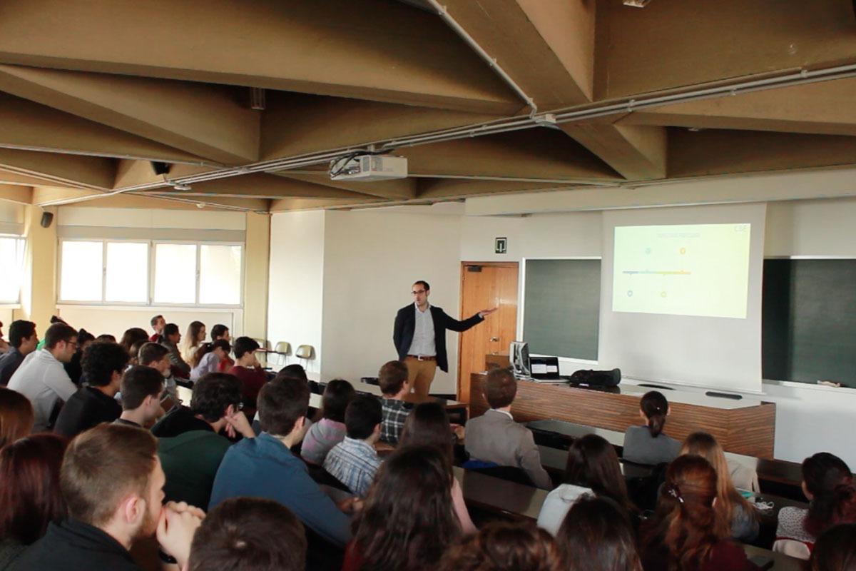 Una de las sesiones del Club de Biotecnología y Empresa de la Universidad de Navarra.