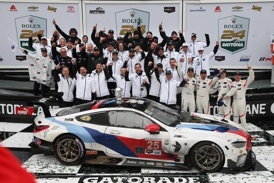 Foto de familia del equipo BMW, ganador en las 24 Horas de Daytona en la categoría GTLM