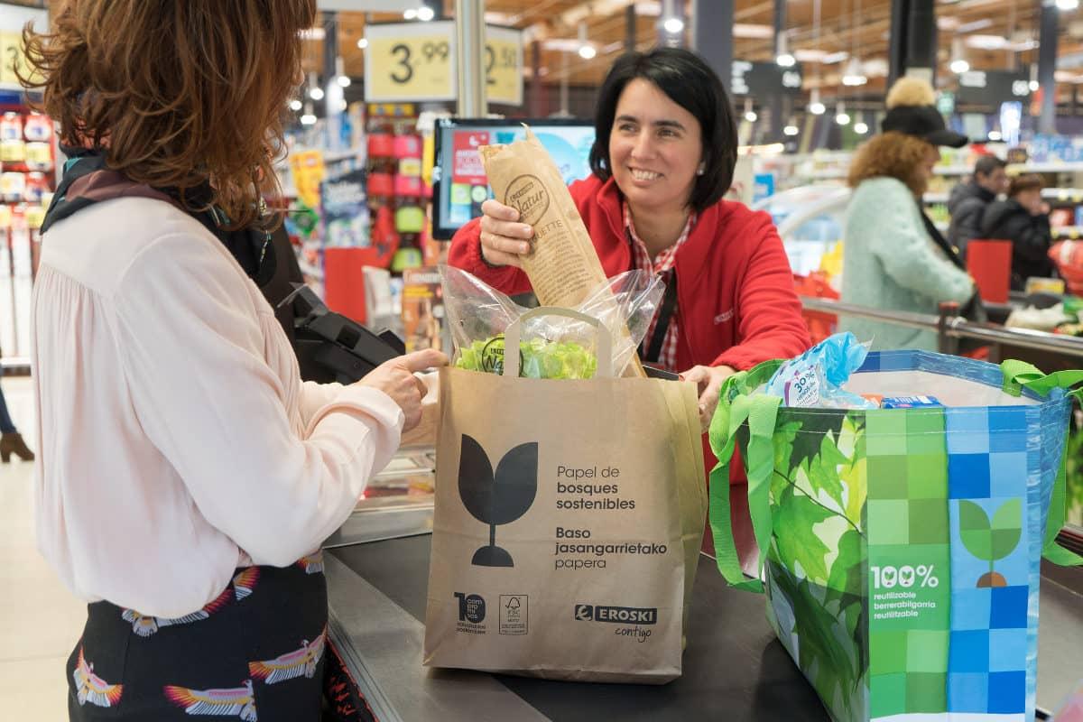 La nueva bolsa de papel sustituirá a la de plástico de un solo uso.