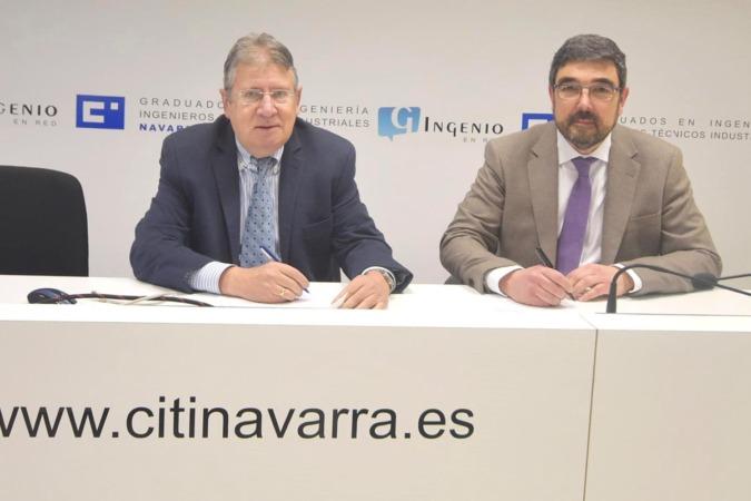 Los decanos de CITI Navarra, Luis Maestu, y de CPITINA, Guillermo Vitas, firman el acuerdo de colaboración.