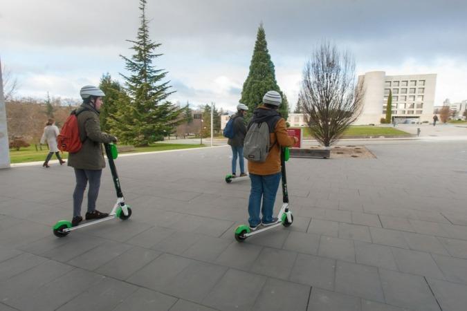 El acuerdo entre la UNAV y la empresa LIME impulsará la movilidad sostenible en este campus universitario.