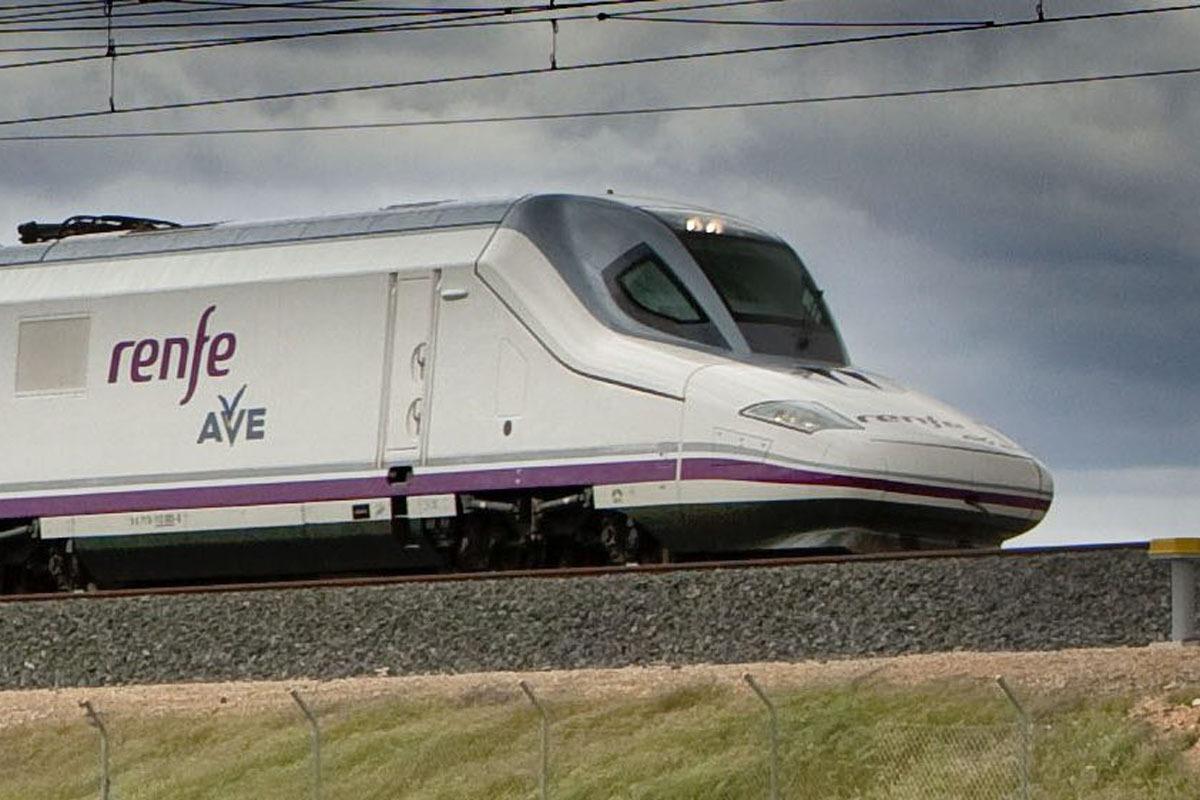Unidad locomotora de un tren AVE.