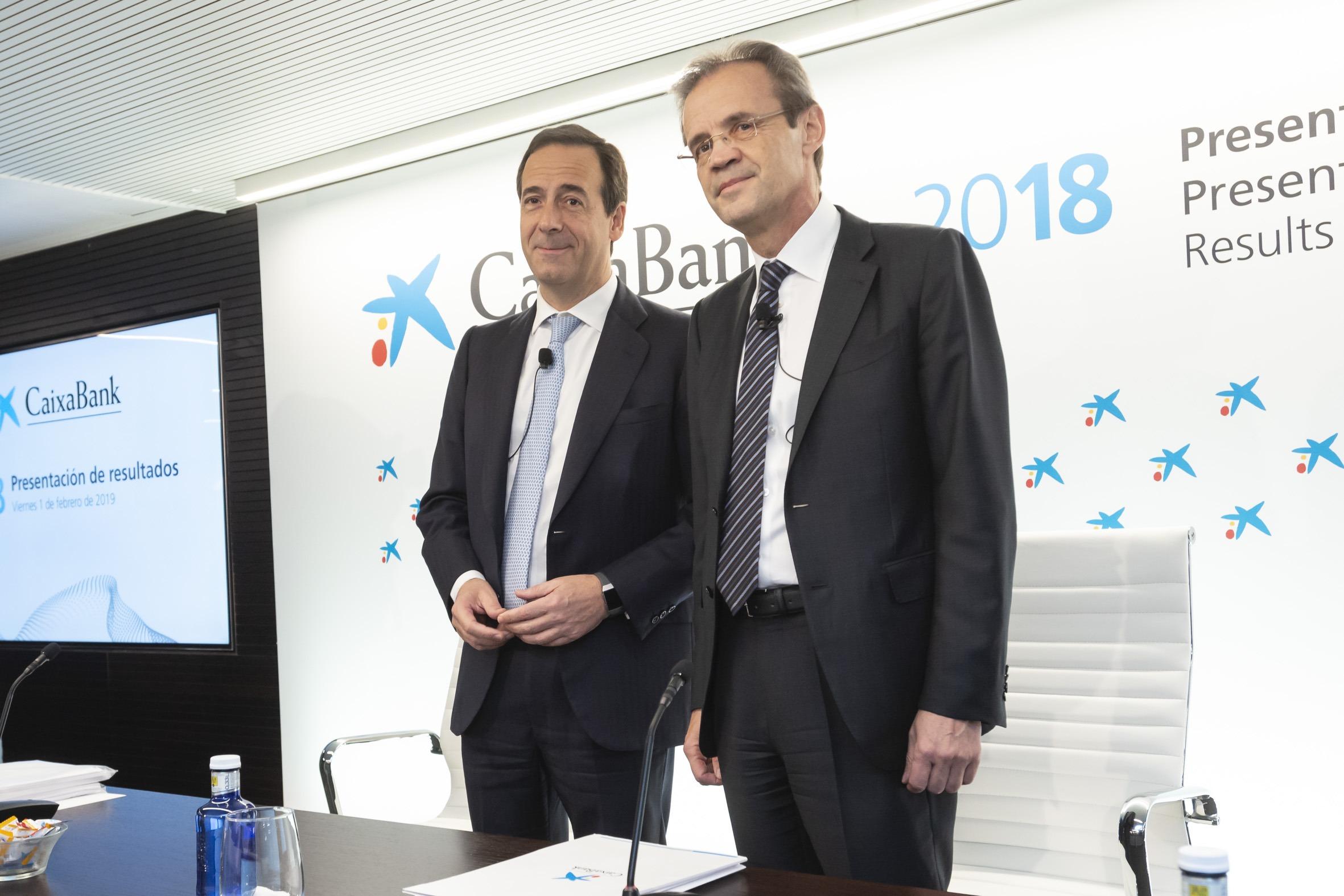Gonzalo Gortázar, consejero delegado de CaixaBank, y Jordi Gual, presidente de la entidad.