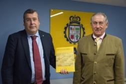 El director gerente del club automovilista, Eduardo Martínez y el presidente del RACVN, Pedro Martínez de Artola.