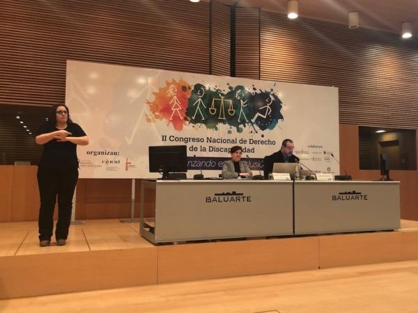 Josefa Torres, directora gerente de Feacem; y Javier Miranda, presidente de Fundación Caja Navarra, durante sus ponencias en Baluarte.