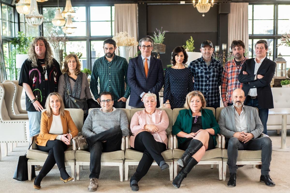 Foto de familia de los participantes en el encuentro, en uno de los salones del Hotel Pamplona El Toro.