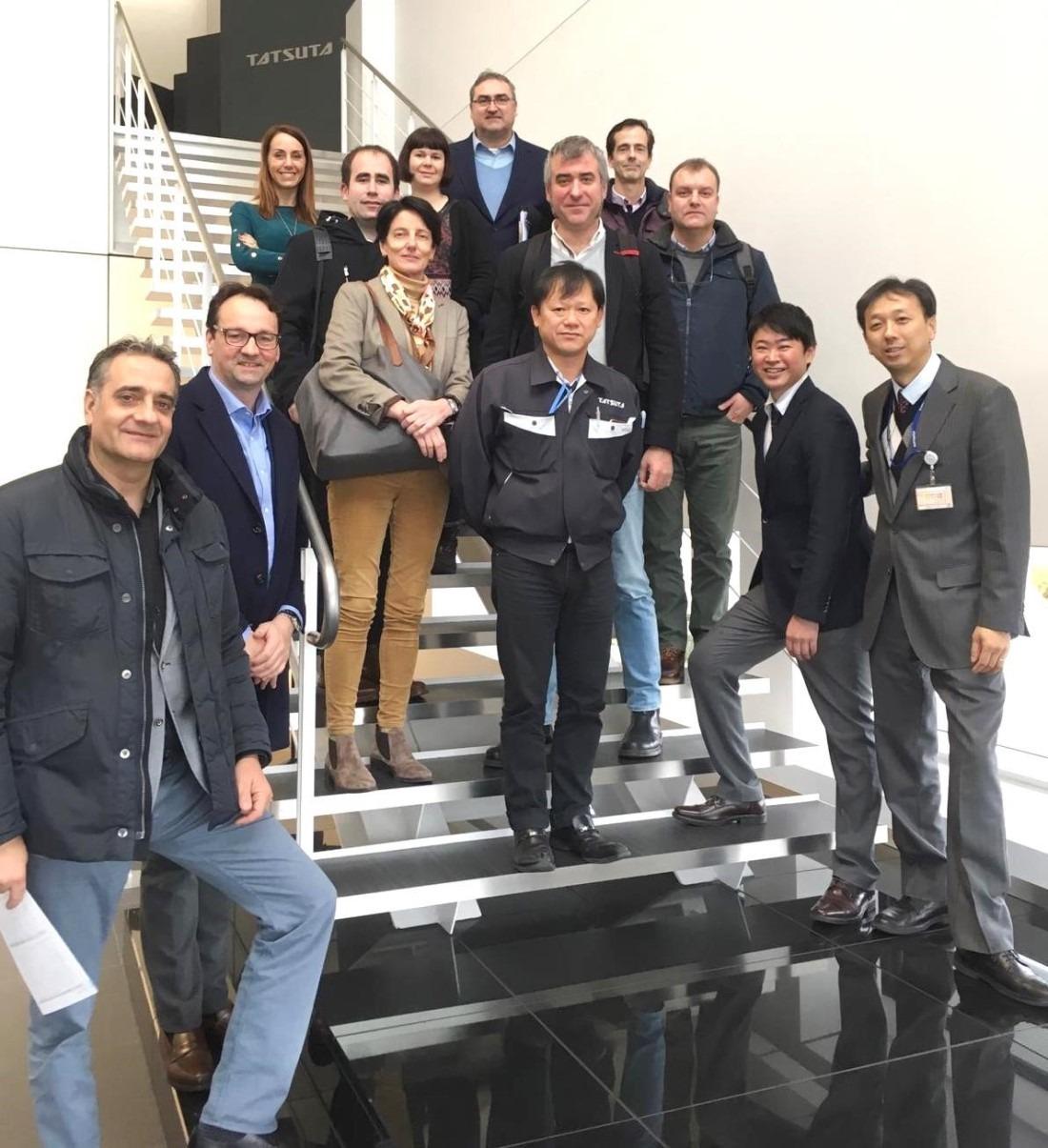 Miembros del Cluster durante su visita a una de las empresas de Osaka, en Japon.