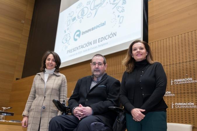 De I a D: Cristina Pérez de Lema (Fundación Más Humano), Javier Miranda Erro (presidente Fundación Caja Navarra) y; Ana Díez Fontana (directora territorial CaixaBank)