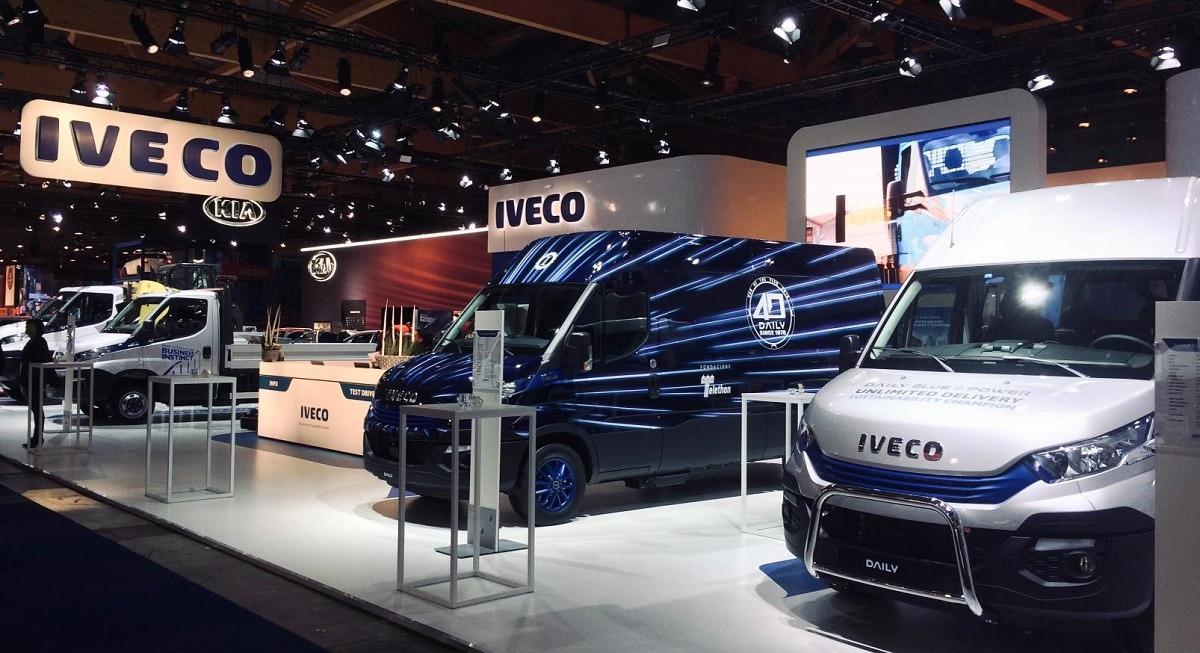 Vista panorámica del pabellón de IVECO en el Salón del Automóvil de Bruselas (Bélgica)