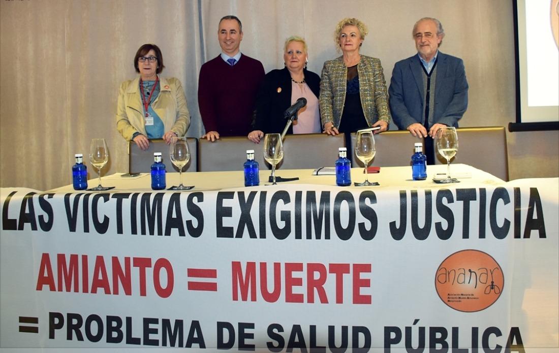 Elena Unzu, vicepresidenta de ANANAR; Vicente Navarro, oncólogo; Mari Asun Fernández, presidente ANANAR; Concha Vidaurre, abogada y Josep Tarrés, neumólogo.