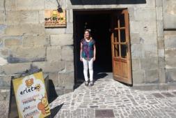 Mayte Iriarte, en su establecimiento Erletxo Denda, en Ochagavía.
