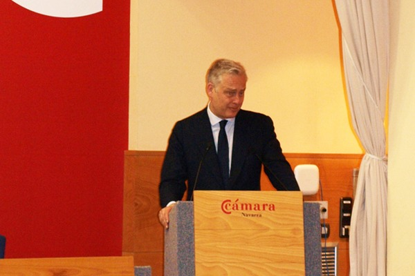 Siman Manley, embajador de Gran Bretaña, durante su intervención en la Cámara Navarra.