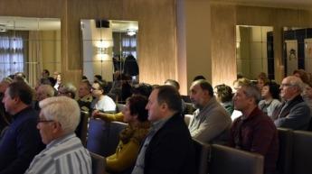 Público asistente a la reunión informativa sobre amianto.