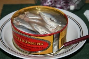 Una lata del manjar sueco Surströmming.