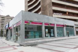 Una oficina de Laboral Kutxa en Pamplona.