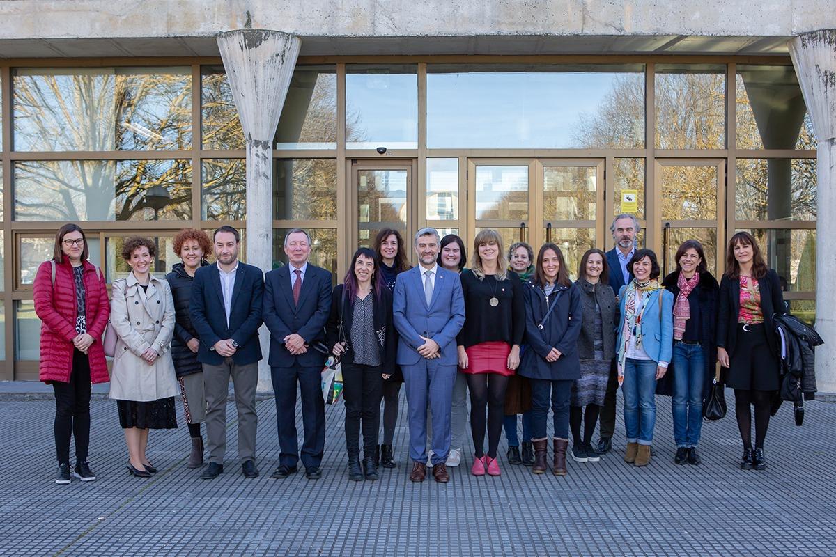 Foto de grupo tras la firma de la nueva Cátedra.