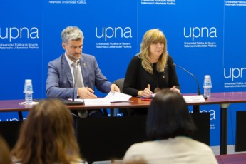 El rector de la UPNA, Alfonso Carlosena, y la consejera Ana Ollo.