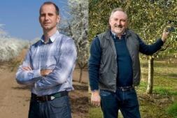 Adrián Subía, presidente del Consejo Regulador y elaborador de pacharán; y Carmelo Macua, vicepresidente y agricultor de endrinas.