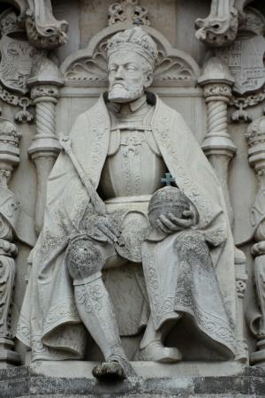 estatua-carlos-v-carlos-i-turismo-historia-viajar