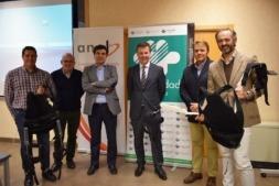 Foto de familia de los participantes en el encuentro de ANEL sobre Exoesqueletos como herramientas de prevención en las empresas.
