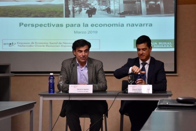 Ignacio Ugalde Barbería, presidente de Anel; y Miguel García de Eulate, director de mercado de capitales de Caja Rural de Navarra.