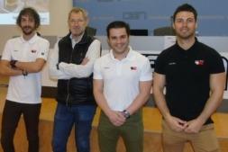 Carlos Llonis (segundo por la dcha.) posa junto a otros miembros de su equipo del grupo Truck and Wheel.