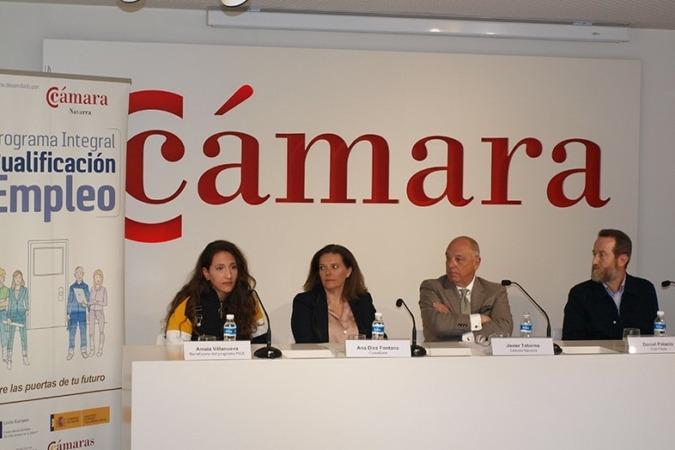 Amaia Villanueva, beneficiaria del Programa PICE; Ana Díez Fontana, directora territorial de Caixabank en Navarra; Javier Taberna, presidente de la Cámara de Comercio; y Daniel Palacio, CEO & Founder de Tutti Pasta. (Foto cedida)