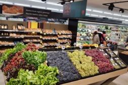 Alimentos de origen navarro en un establecimiento de Eroski.