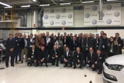 Foto de grupo del encuentro en VW Navarra.