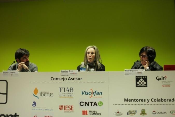 Eneko Larrarte, alcalde de Tudela; Izaskun Goñi, directora general de Política Económica, Empresarial y Trabajo; y Pilar Irigoien, directora gerente de Sodena.