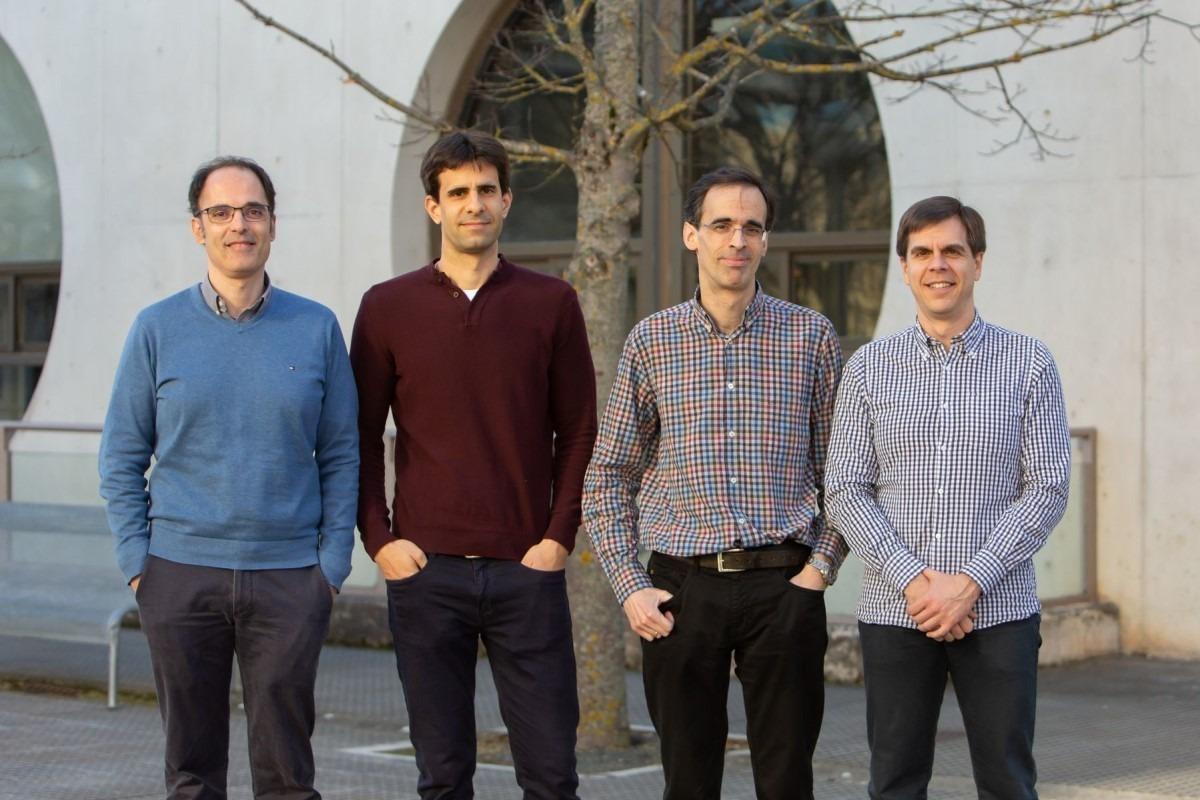 Investigadores del Grupo de Componentes de Microondas de la UPNA. De izda. a dcha: Miguel Ángel Gómez Laso, Iván Arregui, José María Lopetegui e Israel Arnedo.
