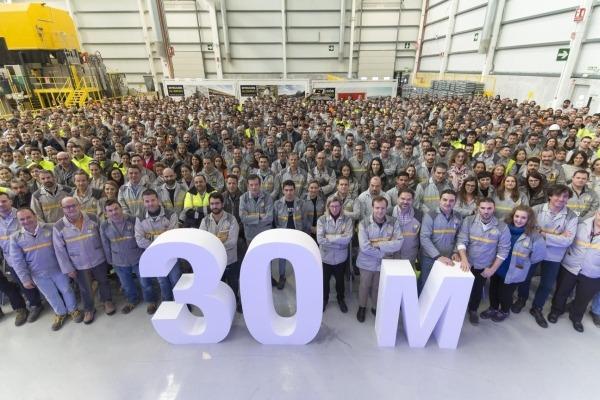 Renault celebra 30 millones de motores fabricados en Valladolid.