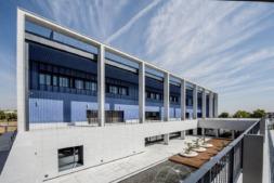 Fachada del edificio de Posgrado del campus de la Universidad de Navarra en Madrid.