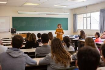 Una de las sesiones del Plan de Mentoría Sénior en el que están apuntados 150 alumnos.