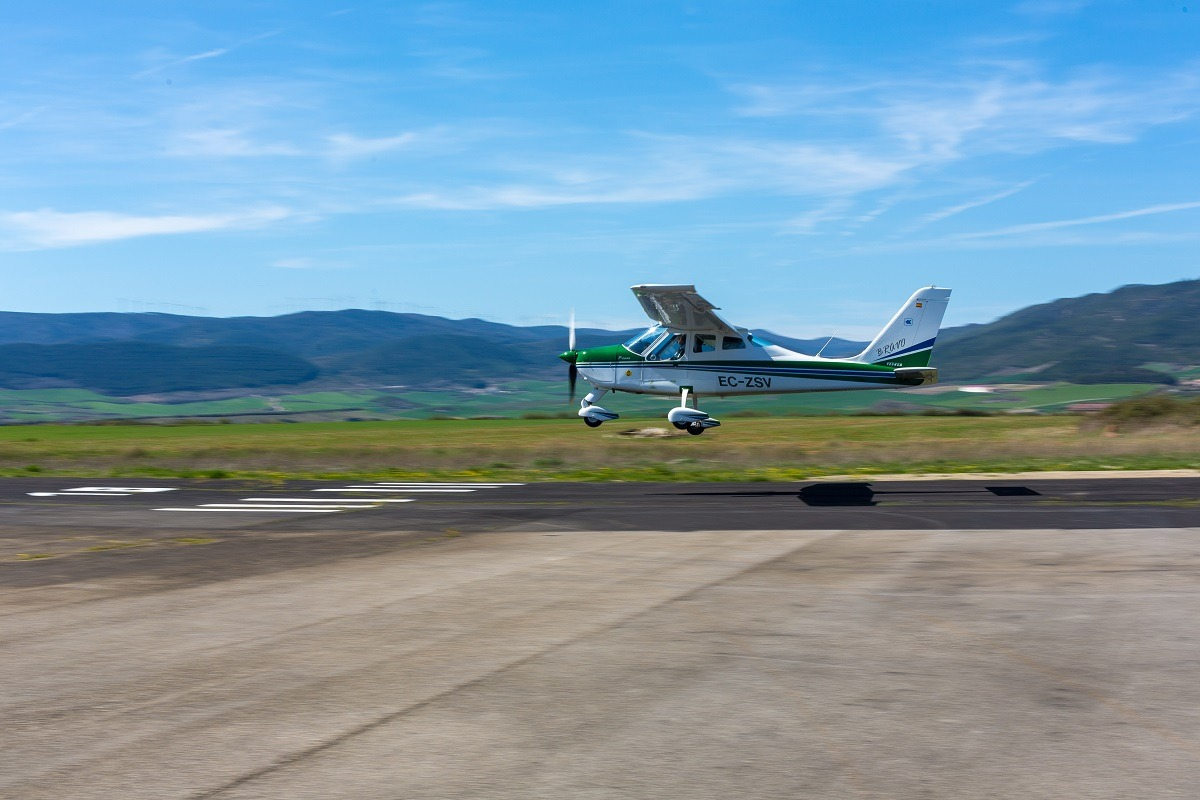 El Centro Internacional de Vuelo Pyrineum de Lumbier es el lugar perfecto para vivir la experiencia 'piloto por un día'.