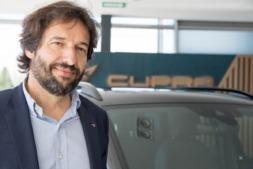 Marc Bisbé, en el concesionario Iruña Motor. (FOTOS: Miguel M. Ariztegui).