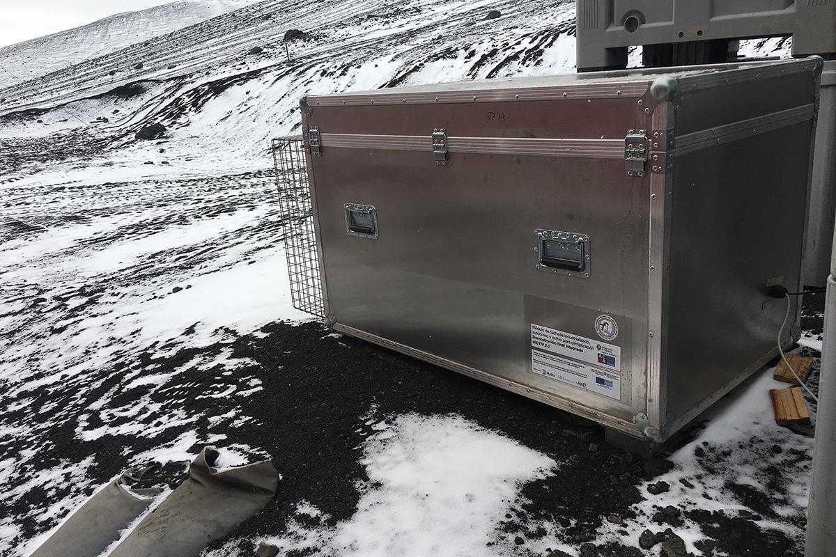 Una de las dos cajas se ha enviado a la Antártida, mientras que la otra se mantiene en Navarra.