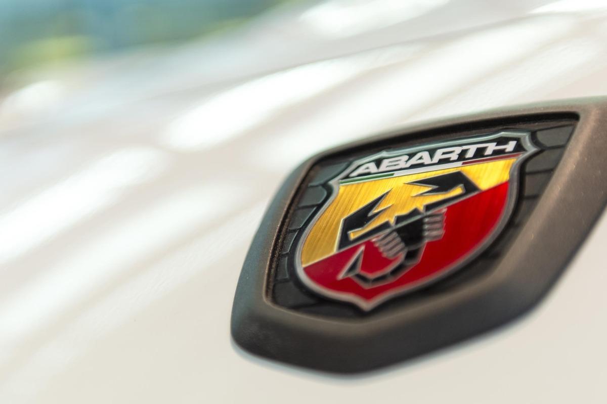 Abarth, un logo de escorpión inconfundible.